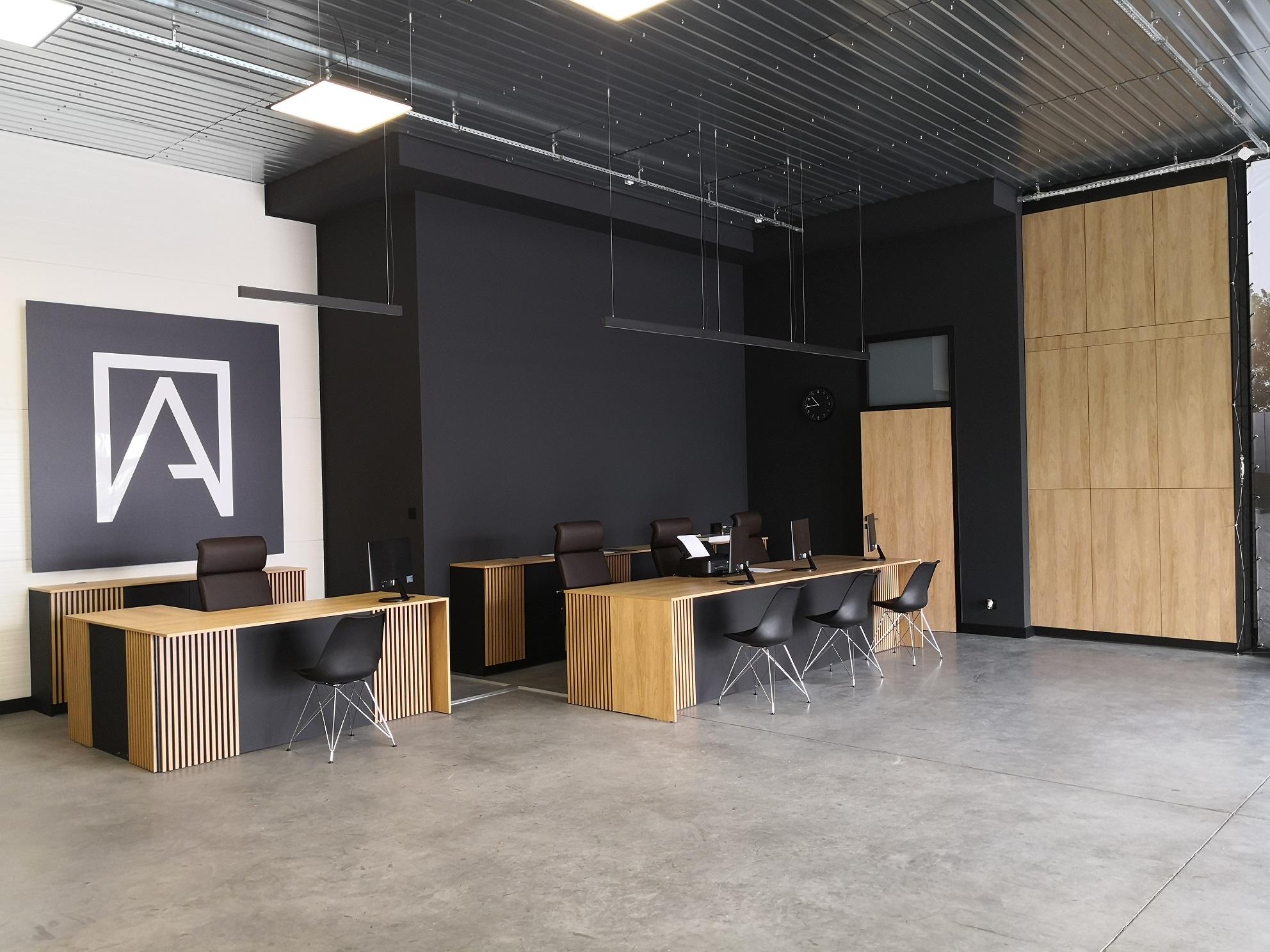 Wykonanie biur i salonu sprzedaży w firmie Altadoor